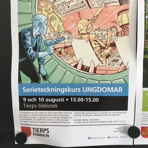 En affisch på en affisch tavla som marknadsför en kurs i serieteckning på Tierps bibliotek